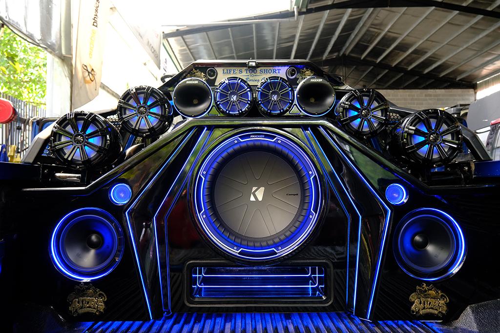 'Độ' dàn âm thanh hơn một tỷ trên xe bán tải